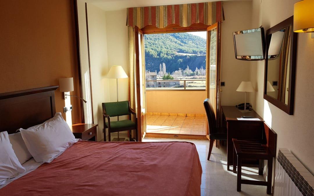 Habitación doble (cama matrimonio) vista montaña